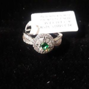 100% Emerald Halo Ring Sz 7